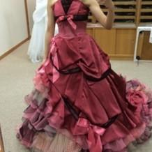 少し古い型のカラードレス
