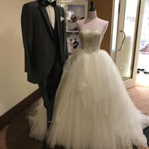 衣裳室前のドレス