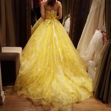 流行りのドレスも多く取り揃えてあります