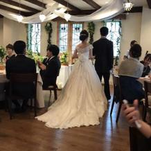 3wayの白ドレスにしました。