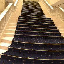 フラワーシャワーのできる大階段