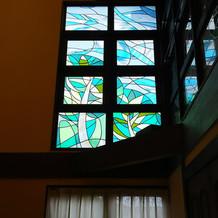 大きな披露宴会場の窓