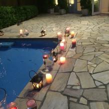 夕方の式はプールもこんな感じに