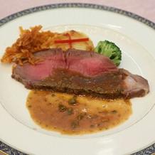 お肉料理です。ローストビーフでした。