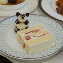 ケーキは切り分けて配られました。