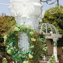 チャペルの柱の部分。グリーンがきれい。