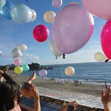風船をバルコニーから飛ばした時の写真。