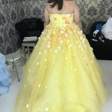 カラードレスの後ろ姿です。