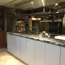 ここにはオープンキッチンあり