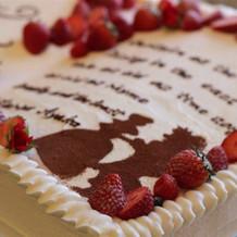 美女と野獣の本をモチーフにしたケーキ