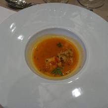 海老の入ったトマトスープ