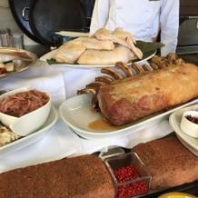 肉や魚などのメイン料理