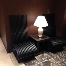 待合の椅子もおしゃれで座りやすいです