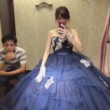 ネイビーのドレスはお気に入りです。