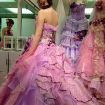 小物がセットになったドレス