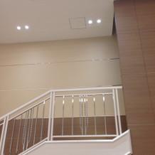 ここのシンデレラ階段から登場も出来ます