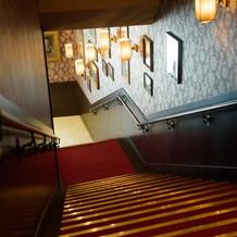 ロビーから続く階段。ここで撮影可能