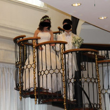 螺旋階段からの入場