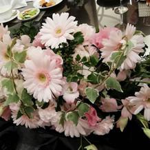 ドレスの色にあわせた装花でした。