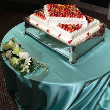 披露宴会場の生ケーキ。種類あり