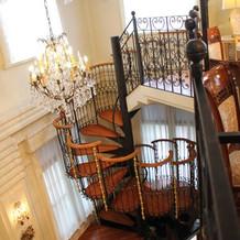 披露宴会場の螺旋階段