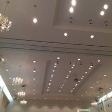 披露宴会場の天井部分です