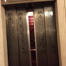 エレベーターもアンティークで素敵です