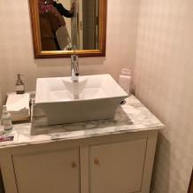 男子トイレ洗面台