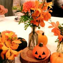 ハロウィン仕様のテーブル装花