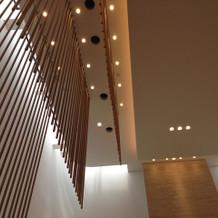 ゲストハウス風の会場のチャペル天井