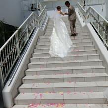 チャペルから出ると、長い階段。