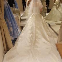お気に入りのドレスを仕立てます。