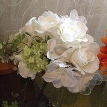 白い造花のブーケ