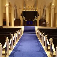 珍しいブルーの絨毯
