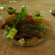 前菜にサーモンとお肉!