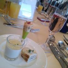 前菜とシャンパン