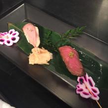鴨肉のお寿司と牛肉のお寿司