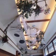 披露宴会場へ続く廊下の天井