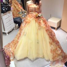 カラードレスはお花柄♪