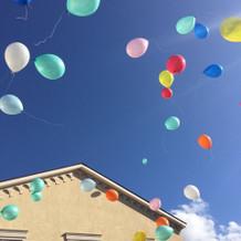 バルーンリリース 風船の色は選べます。