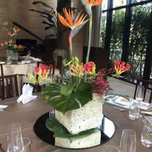 高さのあるゲストテーブル装花