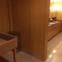 トイレ内、オムツ交換台