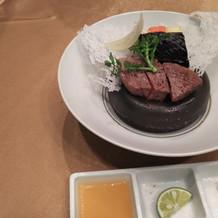 お肉。三種類の食べ方ができます。