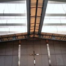 屋上チャペルの天井。骨組みが目立つ