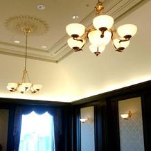 天井の照明もクラシックな雰囲気