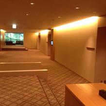 チャペル・披露宴会場前の廊下