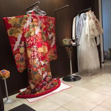 待合にある和装、洋装も素敵でした。
