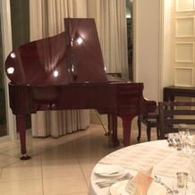 披露宴会場のピアノ伴奏可能②