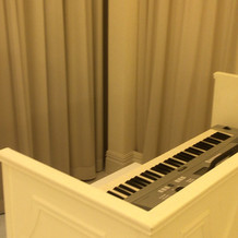 チャペル内はピアノ伴奏可能