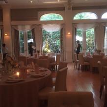 1階の披露宴会場は窓が多く明るいです。